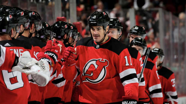 Devils' Brian Boyle Scores First Goal Since Returning From Cancer - IMAGE