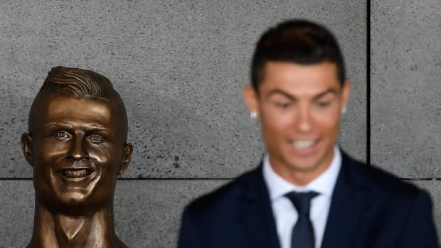 cristiano-ronaldo-statue-face-sculptor-explains.jpg