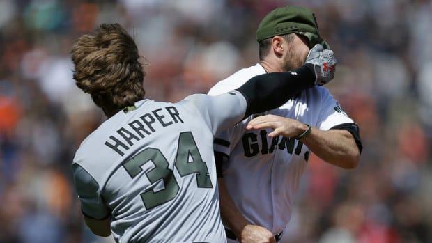 bryce-harper-hunter-strickland-brawl-giants-nationals.jpg