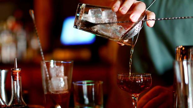 bartenders-drink-orders.jpg