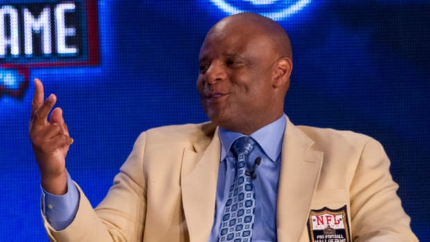 Hall of Fame Quarterback Warren Moon Sued For Sexual Harassment - IMAGE