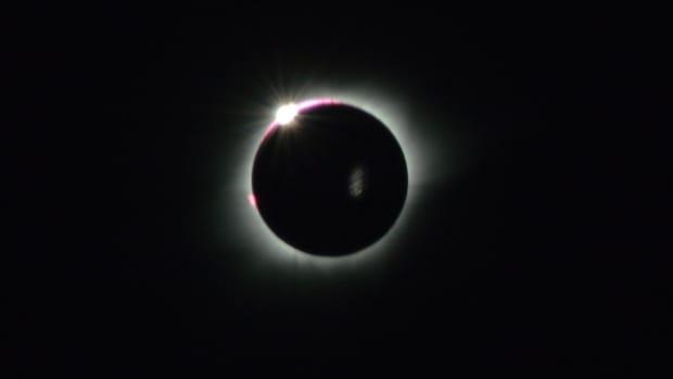 total-solar-eclipse-tweets-photos.jpg