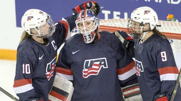 meghan-duggan-usa-hockey-team.jpg