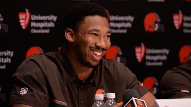 Browns sign No.1  pick Myles Garrett--IMAGE