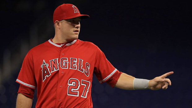 Mike Trout set for MRI on left thumb sprain - IMAGE