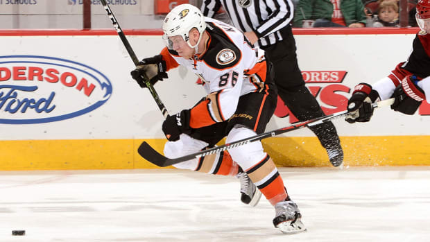 ondrej-kase-ducks-nhl-1300.jpg