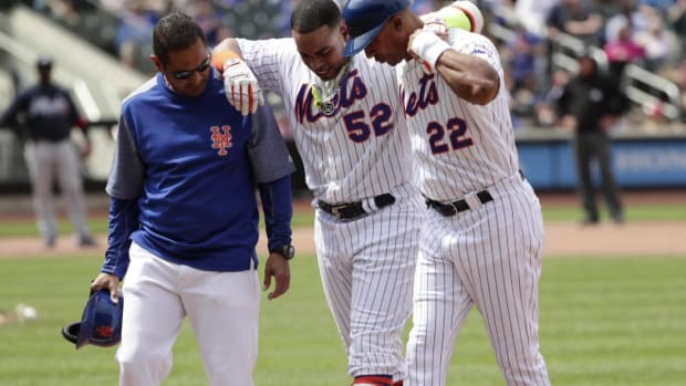 Mets OF Yoenis Cespedes leaves game with hamstring injury - IMAGE