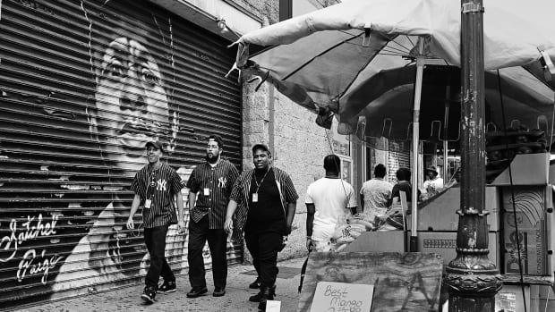 Bronx_Yankee_Fans_00001.JPG