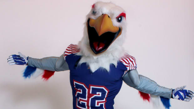 screaming-eagles-mascot.jpg