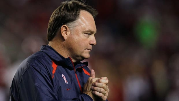 Former Ole Miss coach Houston Nutt sues school for defamation of character - IMAGE
