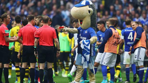 dortmund-schalke-referee-mascot-red-card.jpg