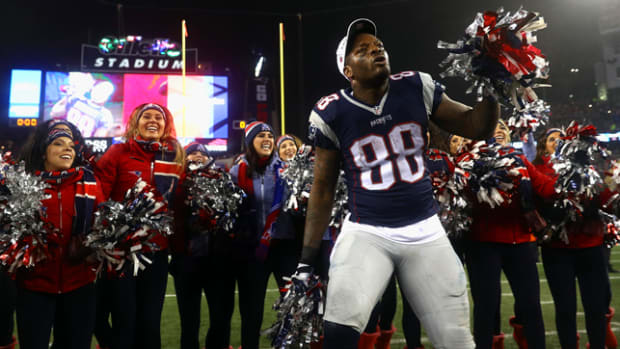 martellus-bennett-celebrates-with-cheerleaders-650-362.png