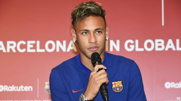 Neymar Reportedly 'Agrees to Terms' With PSG Ahead of Transfer Fee-IMAGE
