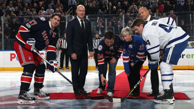 New York Rangers honor late NYPD Detective Steven McDonald on Friday--IMAGE