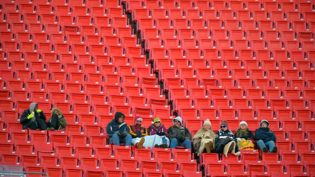 Look: Los Angeles Fans Not Interested in Rams or Chargers - IMAGE