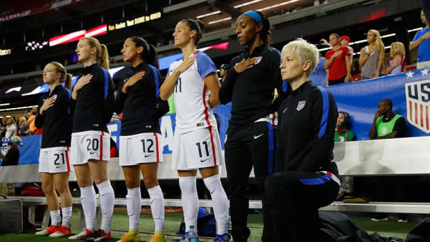 U.S. Soccer: Players must stand for national anthem--IMAGE