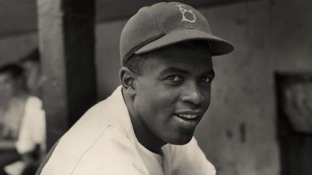 MLB players honor Jackie Robinson--IMAGE
