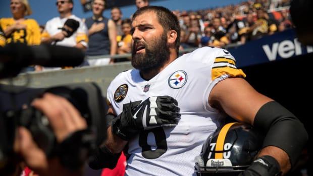 Steelers' Alejandro Villanueva: 'I Made My Teammates Look Bad, and That is My Fault' - IMAGE