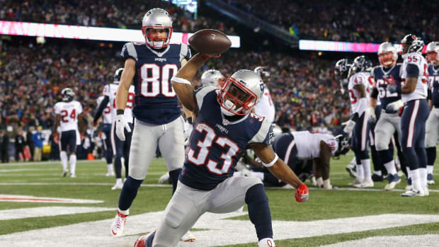 Patriots beat Texans 34-16 on heels of Dion Lewis hat trick--IMAGE