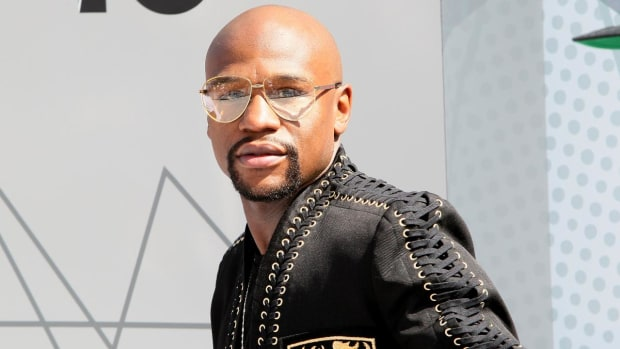 Floyd Mayweather responds to Dana White's offer to fight Conor McGregor for $25 million--IMAGE