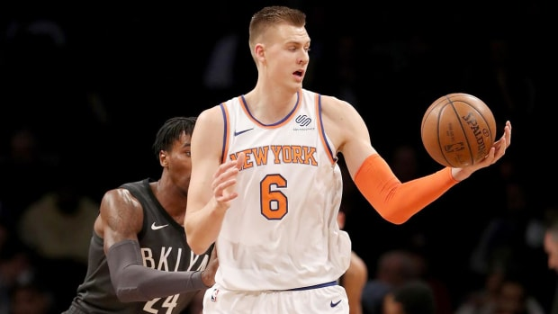 Knicks' Kristaps Porzingis Leaves Nets Game With Knee Injury - IMAGE