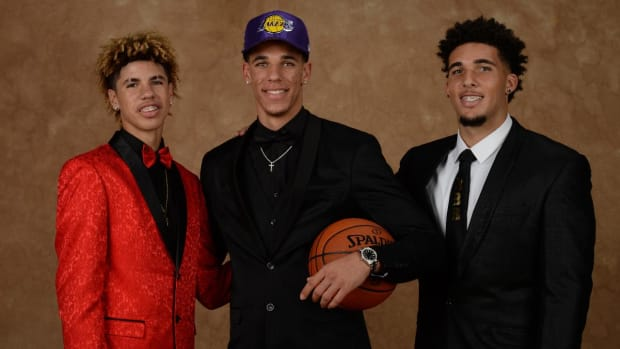 Report: LaMelo And LiAngelo Ball Sign With Lithuanian Club--IMAGE