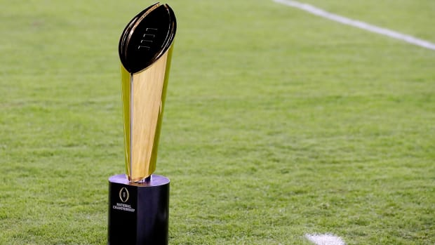 college-football-playoff-trophy-conference-odds-2017.jpg