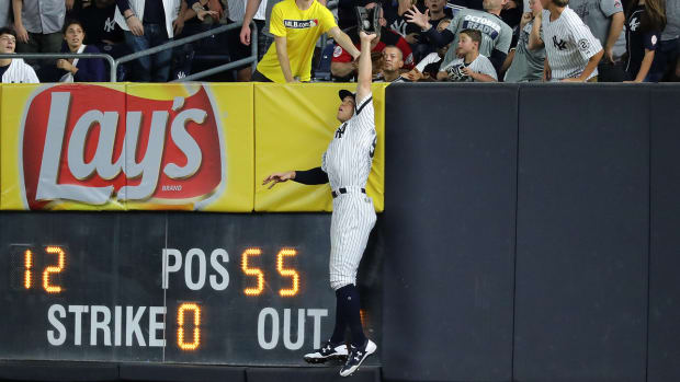 aaron-judge-cleveland-catch.jpg
