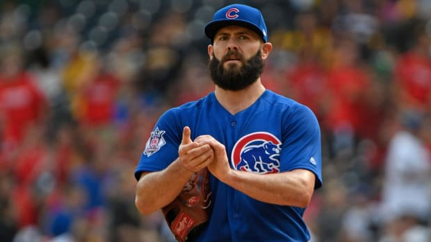 Jake Arrieta Leaves Game With Apparent Right Leg Injury - IMAGE