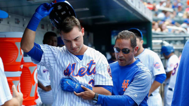 Mets' Michael Conforto Dislocates Shoulder on Swing and Miss - IMAGE
