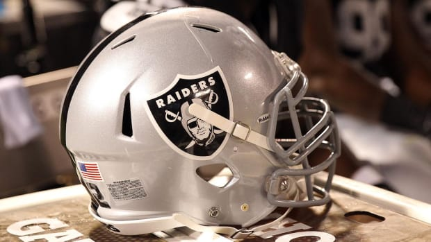NFL owners approve Raiders' move from Oakland to Las Vegas - IMAGE