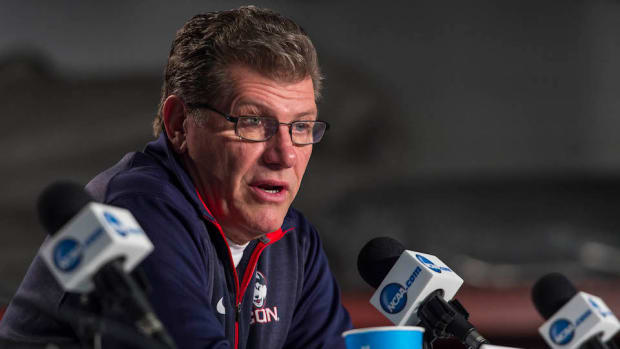 connecticut-huskies-geno-auriemma-critics.jpg