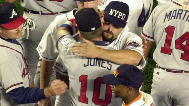 chipper-jones-mike-piazza-home-run-911.jpg