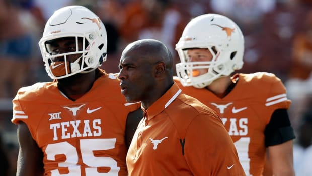 Déjà vu all over again: Texas has rest of season to save Charlie Strong's job, and it starts with Red River Rivalry