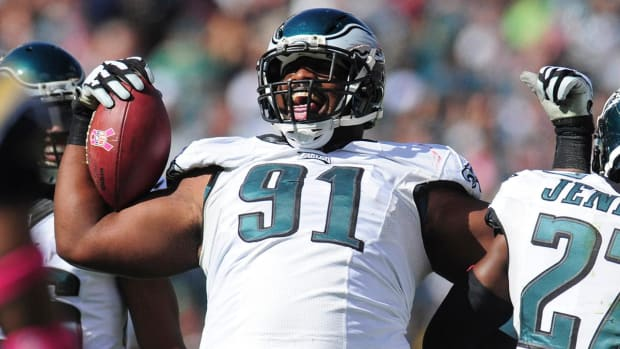 Eagles sign Fletcher Cox to deal worth $63 million guaranteed--IMAGE