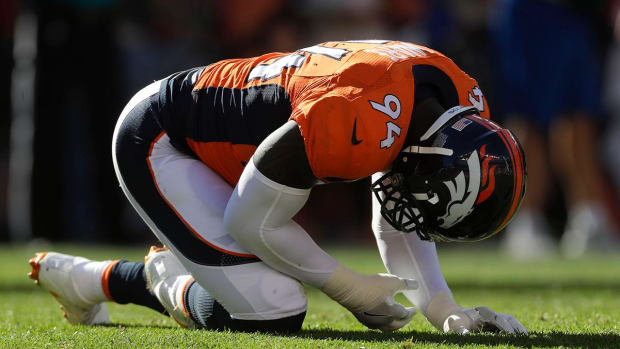 Report: Broncos' DeMarcus Ware out 3-4 weeks with fractured ulna - IMAGE