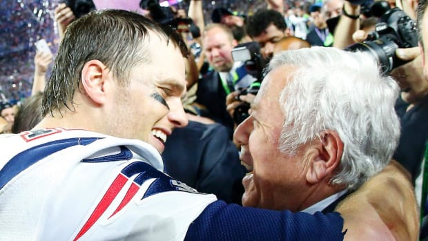 Patriots owner Robert Kraft zings Manning family over Super Bowl win total  -- IMAGE