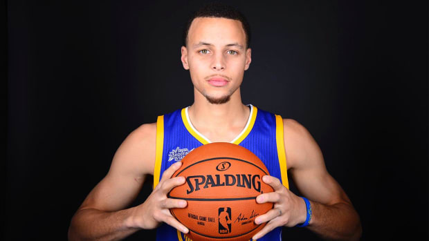 Steph Curry making history from behind the arc -- IMAGE