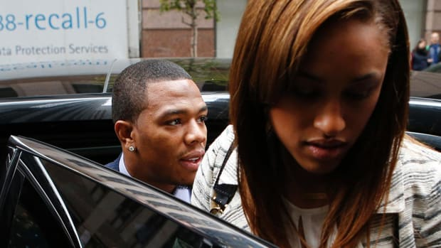 Report: TMZ paid over $100,000 for Ray Rice elevator video - IMAGE