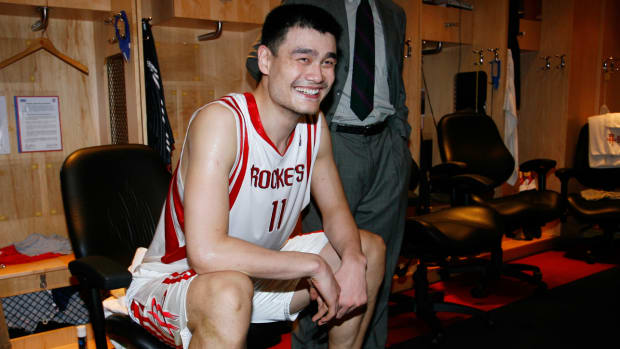 yao-ming-houston-rockets-locker-room.jpg