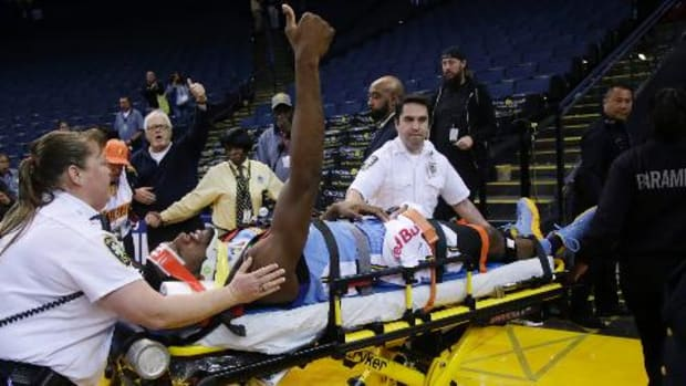 Nuggets' Kenneth Faried put in neck brace, stretchered off after apparent neck injury -- IMAGE