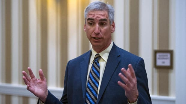 NCAA executive Oliver Luck: Satellite camp rule may be revisited - IMAGE