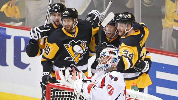 tom-kuhnhackl-penguins-capitals-game-3-back-goal-960.jpg