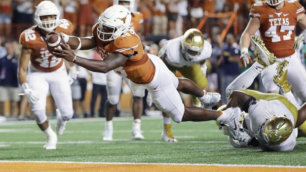 tyrone-swoopes-touchdown-texas-beats-notre-dame-overtime.jpg