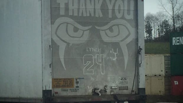 marshawn_lynch_retirement_tribute_truck_dirt_drawing.jpg