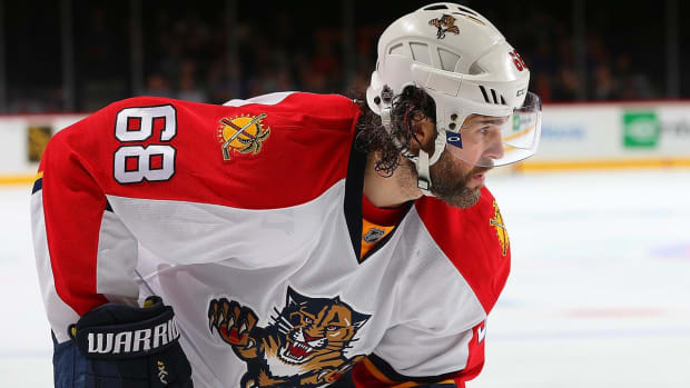 Florida Panthers re-sign 44-year old Jaromir Jagr to one-year deal -- IMAGE