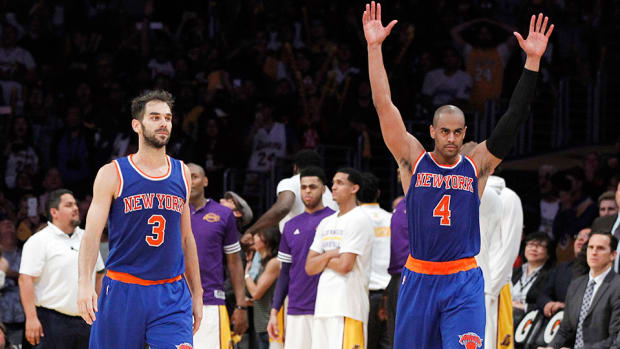 jose-calderon-knicks-lakers-game-winning-shot-video.jpg