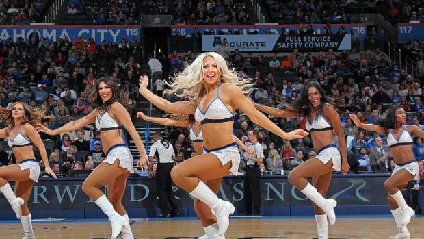 Oklahoma-City-Thunder-Girls-498988492.jpg