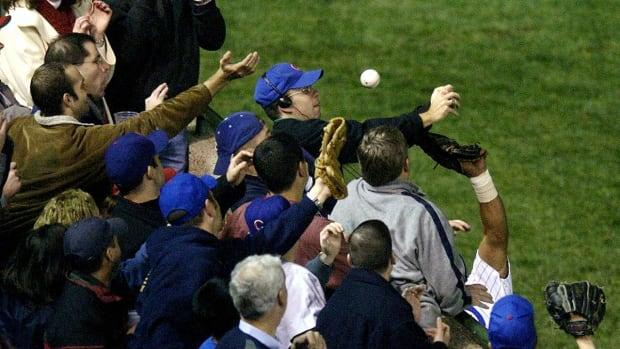 Tom Ricketts: Cubs plan to reach out to Steve Bartman in 2017 IMAGE