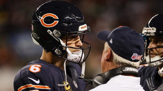 Jay Cutler has 'fallen out of favor' with some Bears coaches--IMAGE